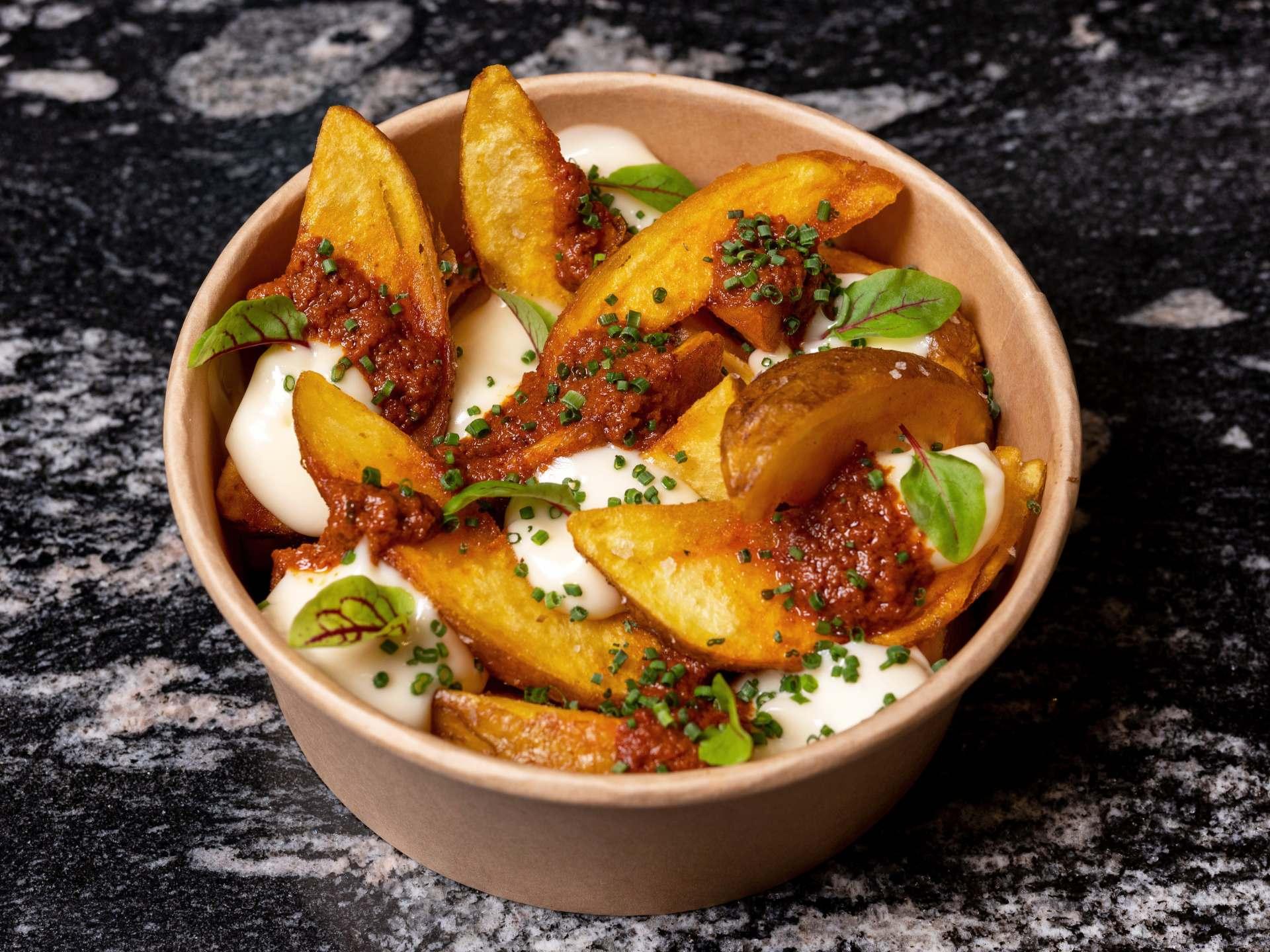 Patatas bravas con nuestra salsa picante